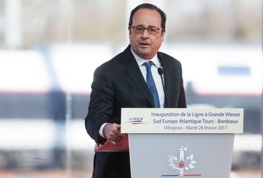 Cop Accidentally Opens Fire at President Hollande's Speech