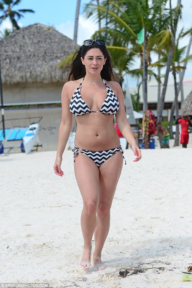 PHOTO – Casey Batchelor flaunts her athletic body in bikini but was said to be fake with the help of surgery but how true is this claim?