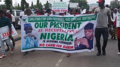 The #OurMumuDonDo Protesters, Pro-Buhari Group Clash InAbuja