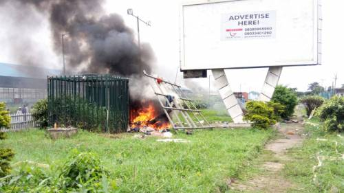 Ikeja Residents Discover Criminal Hideout, Hand Suspects Over ToPolice